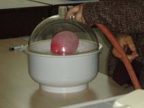 Ose les sciences - Observation de l'effet de la pression : gonflement d'un ballon sous vide